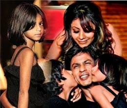 shahrukh khan celebrates friendship day with daughter ?