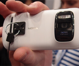 Nokia Pureview 808 good phone in its range