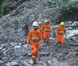 landslide in china more than hundred people trapped
