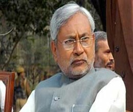 chair thrown over nitish kumar
