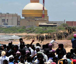 anti kudankulam protesters lay siege to port as stir spreads
