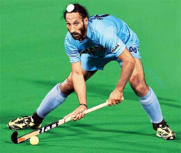 sardar singh fetches highest price for hockey india league