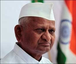 anna hazare supports arvind kejriwal on allegations against robert vadra