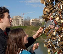Italians Government Removing locks of bridge Symbol Love