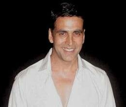 akshay gets emotional after holding newborn daughter