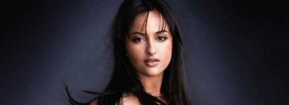 sonakshi out of happy new year
