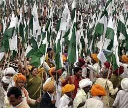 grand padyatra as 35000 gwalior farmers begin march to delhi
