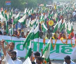 satyagrahi farmers enter up to carry on protest