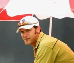 umpire simon taufel begins second inning