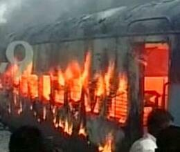 fire in falaknuma Express, 2 dead