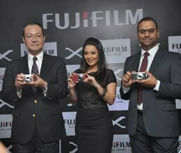 fujifilm launches compact camera XF1
