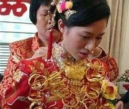 Bride gets married wearing 200000 solid gold jewellery