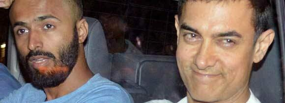 Aamir Khan returns from Haj with his mother