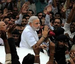 modi arrived to vote with convoy, congress complaind to election commission