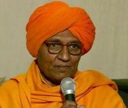 haryana govt working in favour of dlf alleges swami agnivesh
