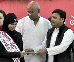 akhilesh diwali gifts to west up