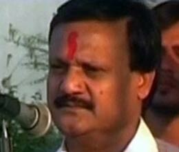 congress mp praises work spirit of rss embarrasses party