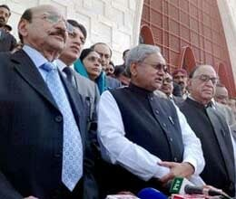 nitish kumar gets diwali gift pak pres zardari praises bihar model of development