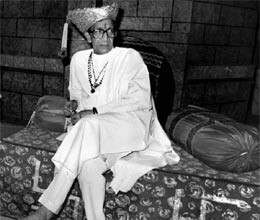 pm and other condole death of bal thackeray