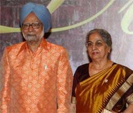 manmohan and gursharan being admired by asian people