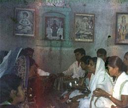 kenthi people sing ramdhun for meeting to chief minister