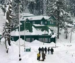 snowfall on mountains in jammu and kashmir