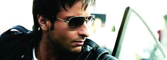 ?fans chasing saif,hide in restraunt