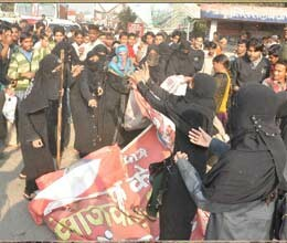 protest of girls did not stop in up