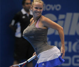 caroline wozniacki mimics Serena Williams on court