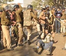 dehradun police beat teachers