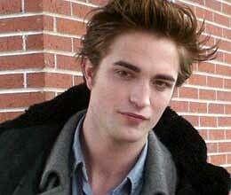 Robert Pattinson, Kristen Stewart patch up with a kiss