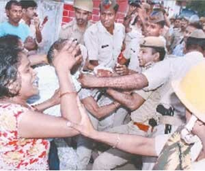 up police men allegedly beat woman in police station