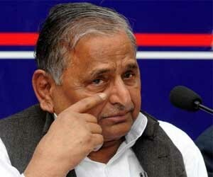 mulayam singh and his party workers