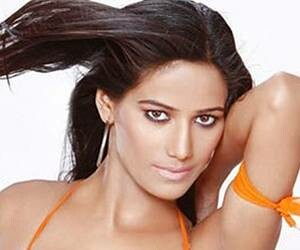 poonam pandey in troubel