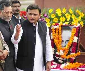 cm akhilesh yadav took meeting with PWD workers