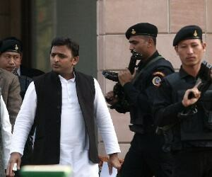 akhilesh eyes on 2lakh NRI