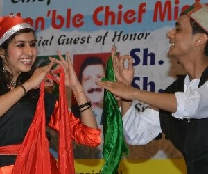 Himachali folk hue appeared on stage in Chandigarh