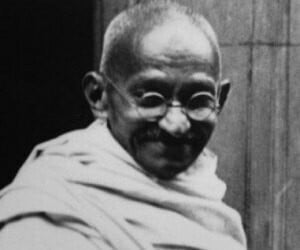 In analyzing Gandhi's Non-Violence speech, what are the significant points to note?